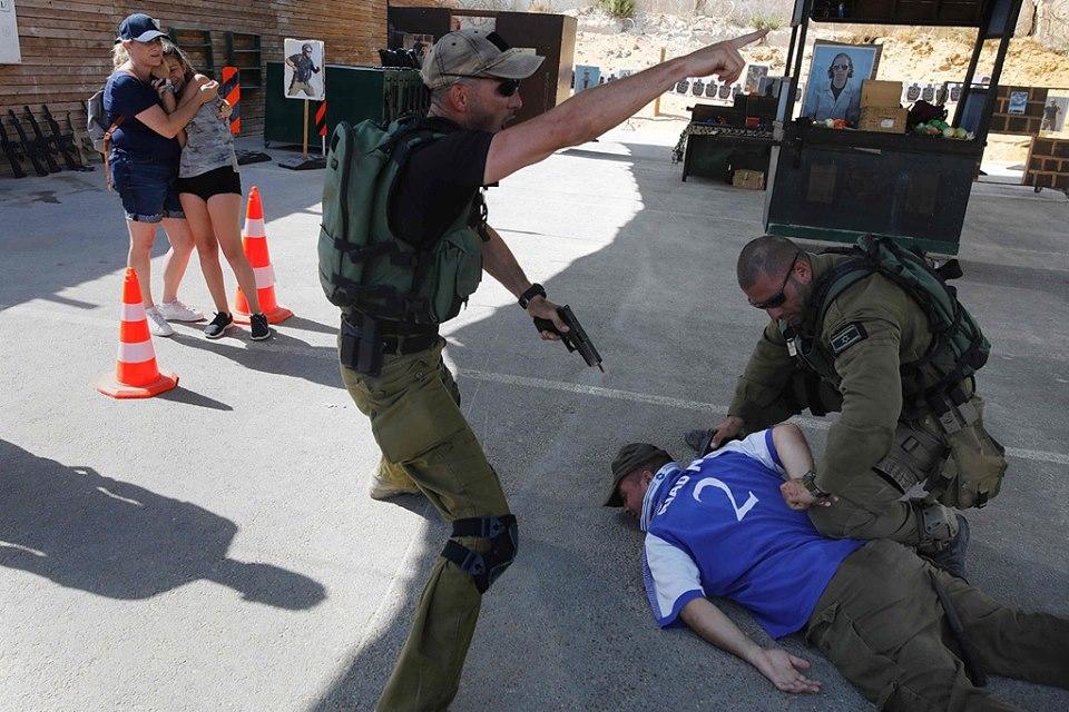 الاحتلال يدرب السياح على قتل الفلسطينيين