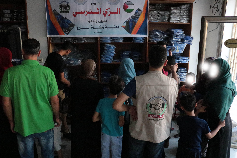 زكاة الدرج تنفذ مشروع الزي المدرسي لألف طالب وطالبة