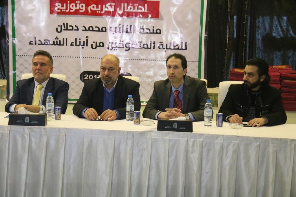 غزة: منح نقدية للمتفوقين من أبناء الشهداء