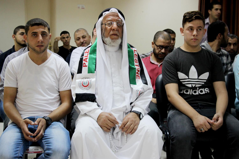 """"""" الوفاء"""" بغزة تكرم موظفيها المنتهية خدماتهم"""