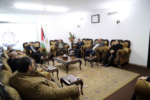 """الكشف عن تفاصيل لقاء وفدي حماس و""""الديمقراطية"""" بغزة"""