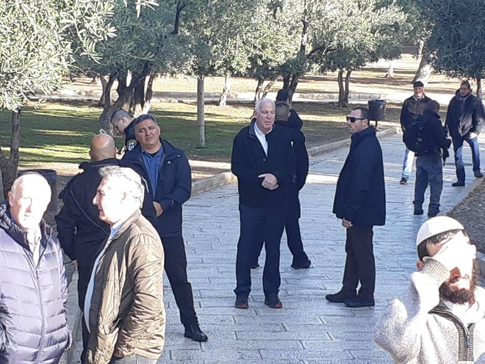 وزير الزراعة الإسرائيلي ومستوطنون يقتحمون الأقصى