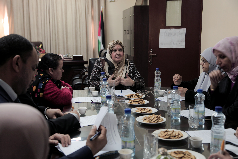 """""""شؤون المرأة"""" تشرع باختيار إمرأة فلسطين في 2017"""
