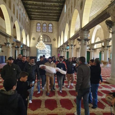 المقدسيون يشيعون الطفل قيس أبو إرميلة