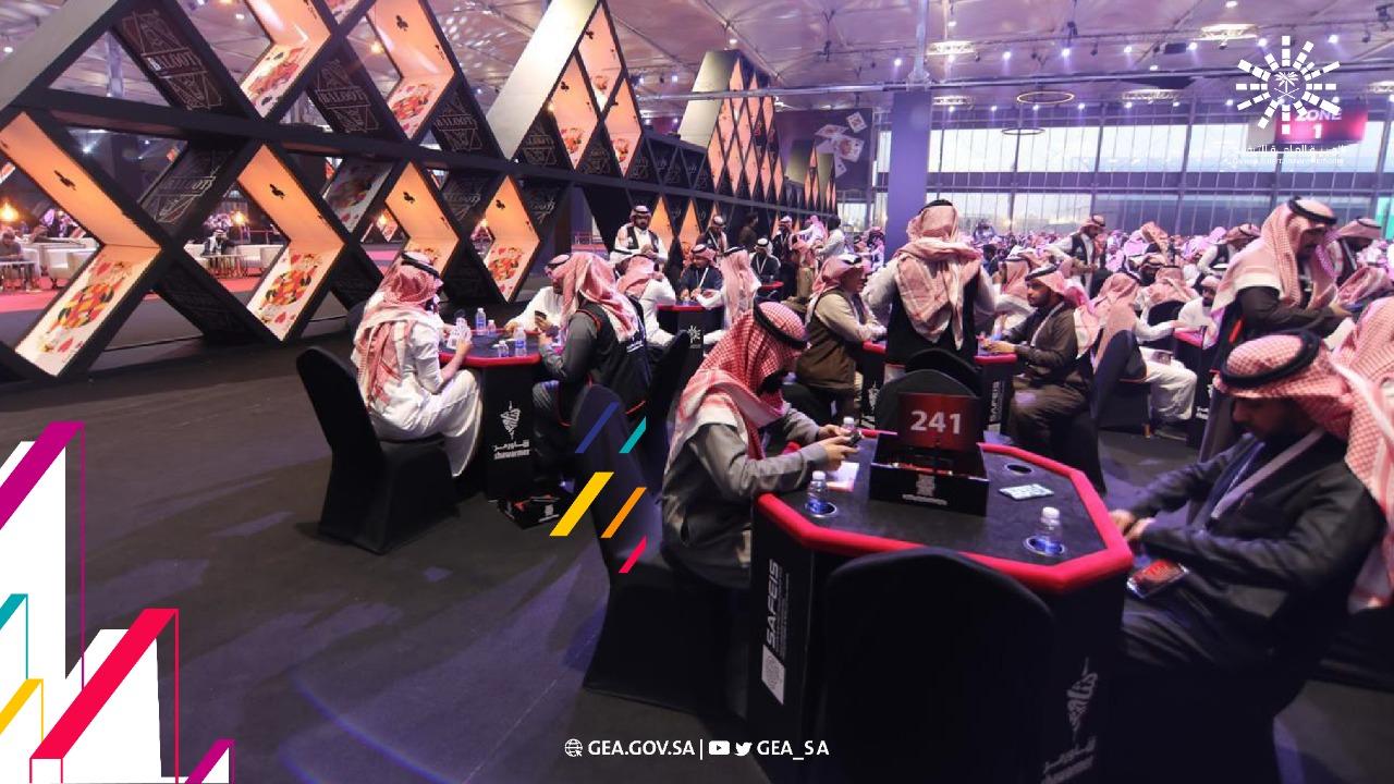 """لأول مرة.. السعوديات يُنافسن الرجال في بطولة لـ""""البلوت"""""""