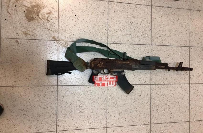 """الاحتلال يعثر على سلاح أحد منفذي هجوم """"زيكيم"""""""