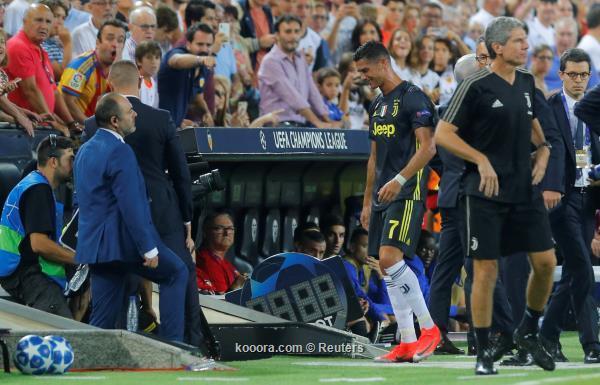 رونالدو يبكي بعد طرده القاسي في ملعب فالنسيا