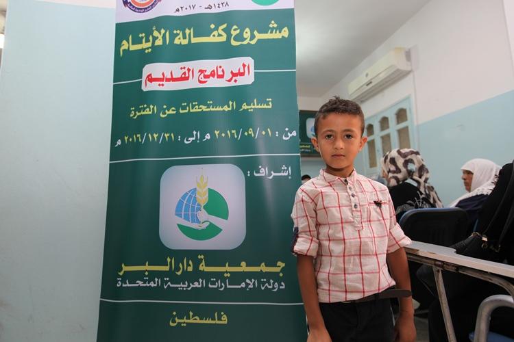دار البر بدبي تصرف المستحقات الدورية لأيتام فلسطين