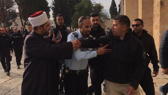 توتر في الأقصى والاحتلال يعتقل حارسين منعا سرقة حجارة منه