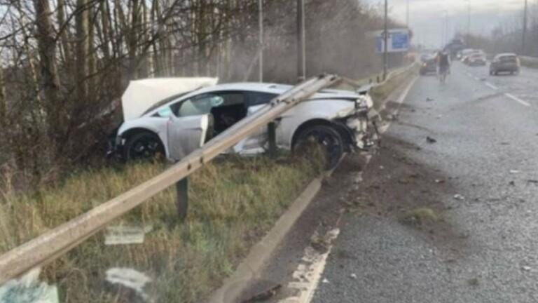 حارس مرمى مانشستر يونايتد ينجو بأعجوبة من حادث سير (صورة)