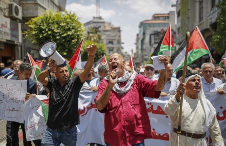 المئات يتظاهرون في رام الله رفضًا لورشة البحرين