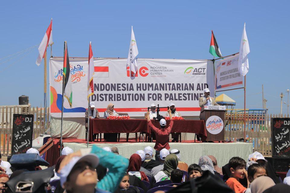"""10000طرد غذائي من مؤسسات خيرية تُوزع عبر """"التنمية"""" بغزة"""