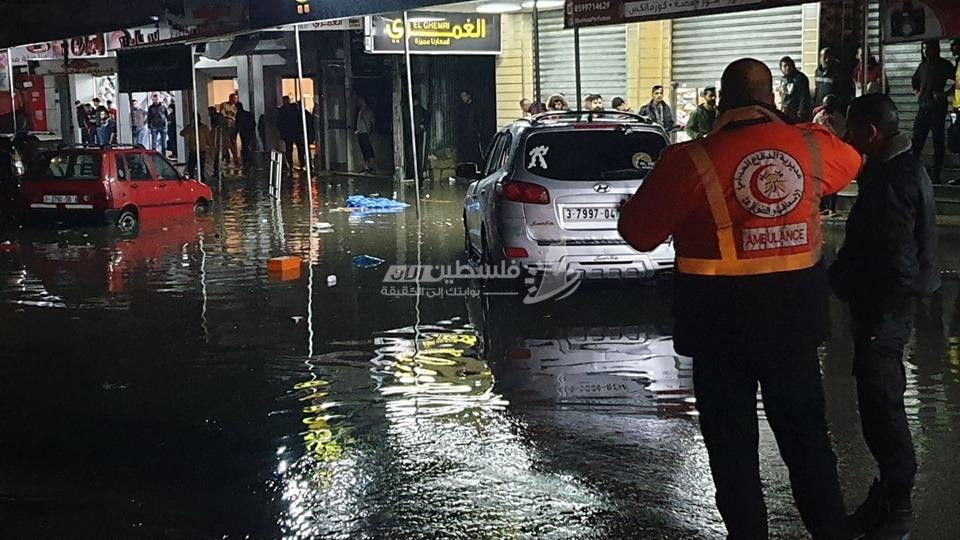 غرق شوارع بحي الرمال غرب مدينة غزة بسبب المنخفض