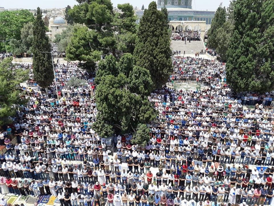 200 ألف يؤدون صلاة الجمعة الثانية من رمضان في الأقصى