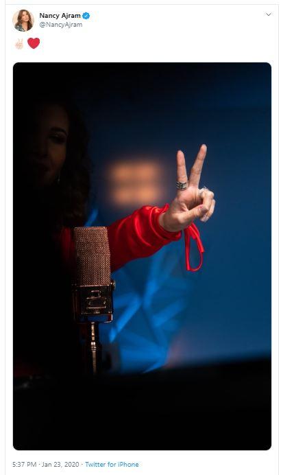 نانسى عجرم تشير بعلامة النصر بعد أولى جلسات زوجها فادى الهاشم (صورة)