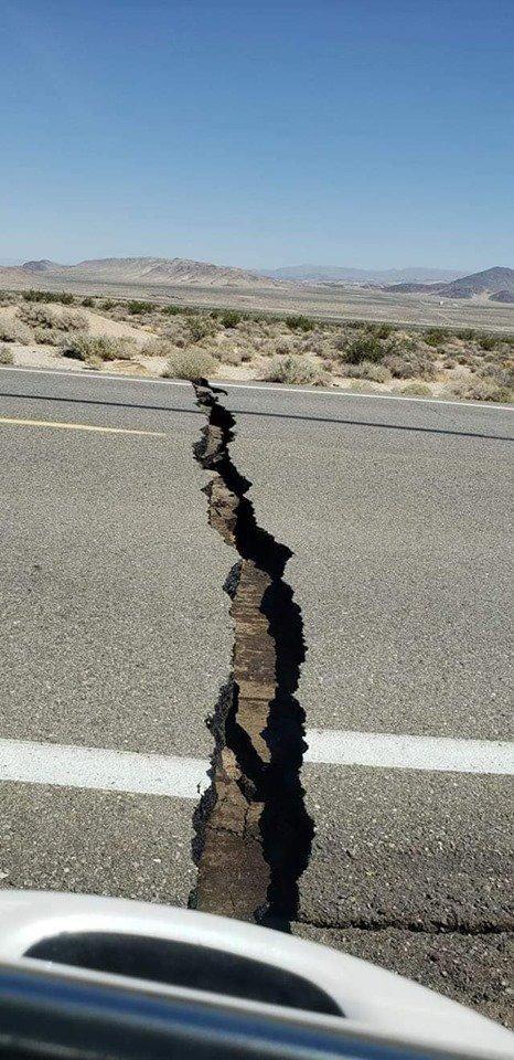 كاليفورنيا... مشاهد مروعة للزلزال الثاني وتحذيرات من الثالث