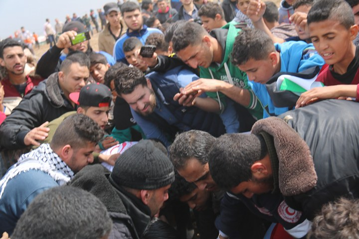 """الفلسطينيون يحيون """"يوم الأرض"""" بمسيرات العودة الكبرى"""