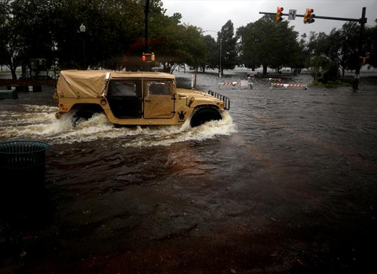 إعصار فلورنس يضرب أمريكا.. وطوارئ بـ 8 ولايات