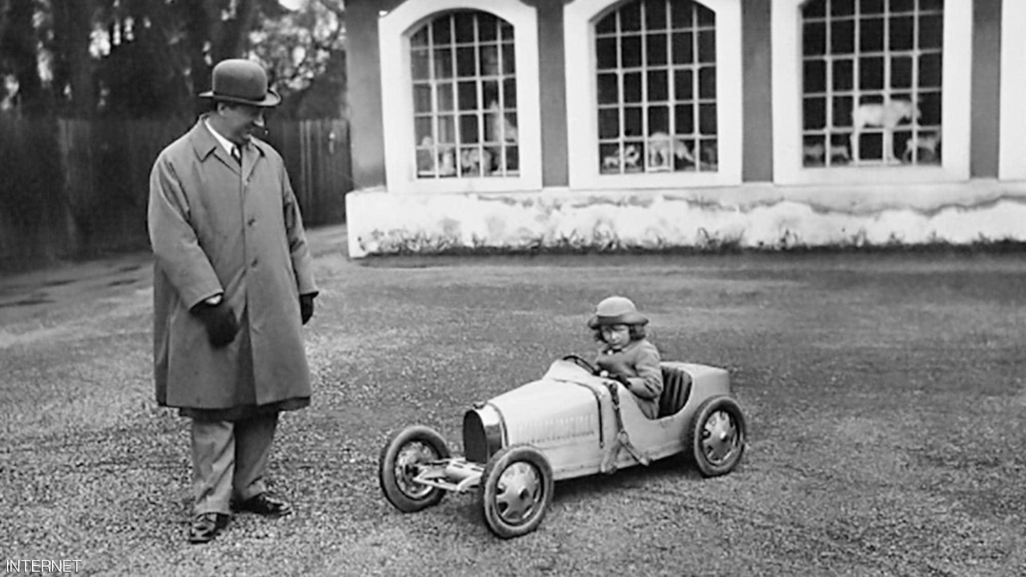 """""""بوغاتي الصغيرة"""" سيارة حقيقية لأطفال الأثرياء"""