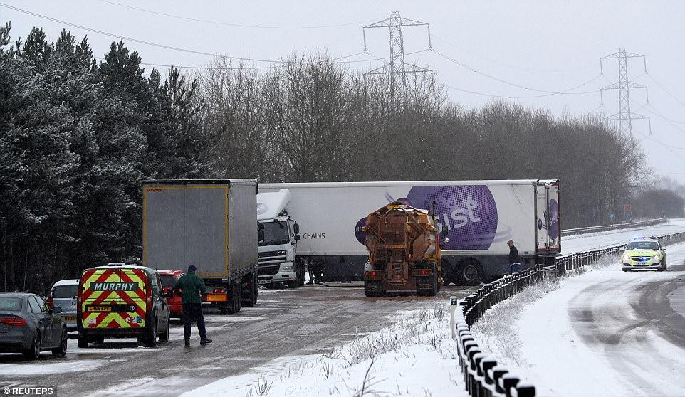 موجة من الثلوج تضرب بريطانيا وتعطل بعض المرافق العامة